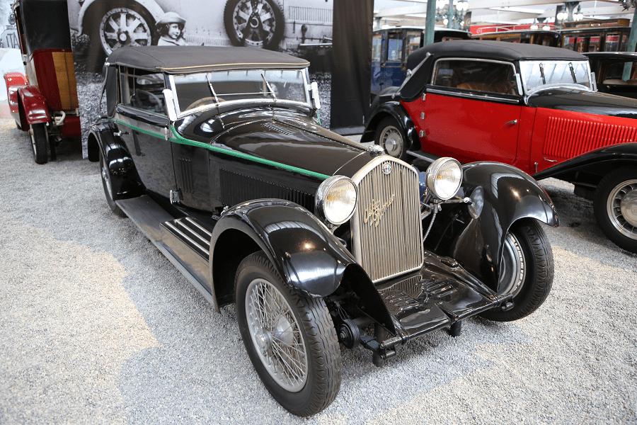 Черный Alfa-Romeo Cabriolet Type 8C образца 1932 года