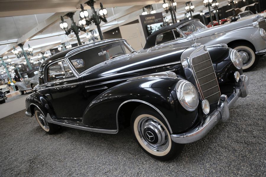 Черный Mercedes-Benz Coupe Type 300SC образца 1956 года