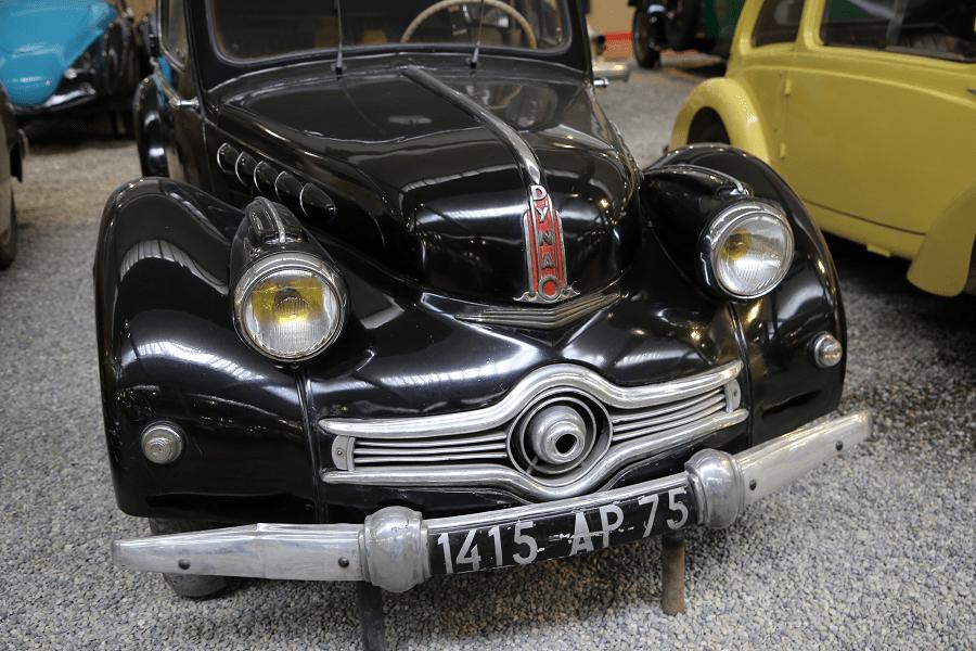 Черный Panhard Levassor Berline Type X86 (по прозвищу Людовик IX) образца 1953 года