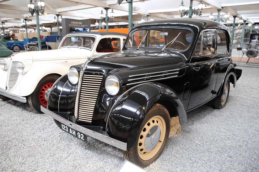 Renault Juvaquatre Type BFK4. Couleur noire_tintin_musees_cite automobile_france_vehicules_transport_retro