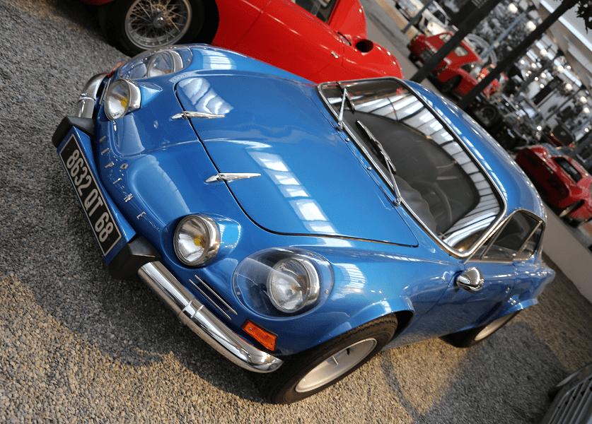 Синий Alpine Renault Coach Type A 110 1300 V85 образца 1976 года