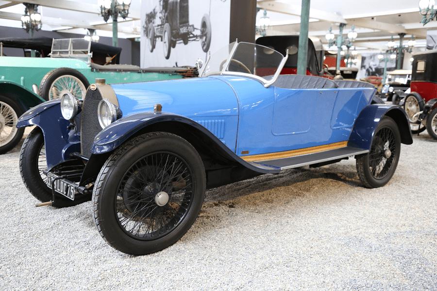 Синий Bugatti T30 Torpedo образца 1921 года