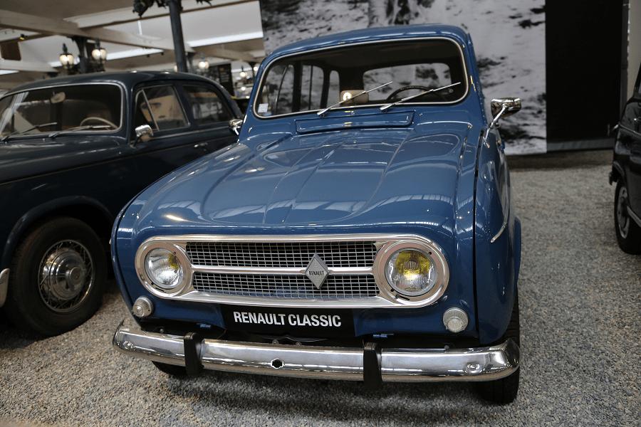 Синий Renault Type 4 Export образца 1968 года