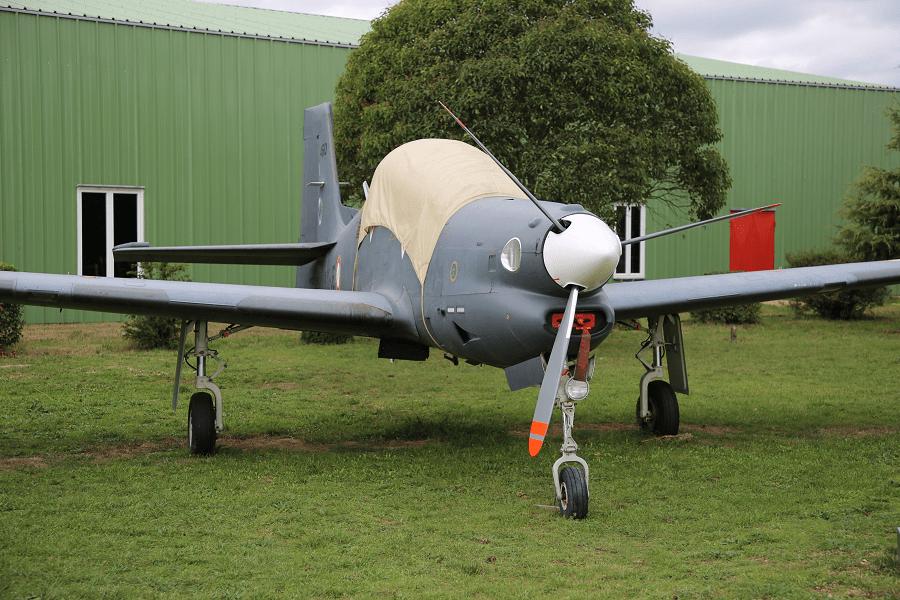 Embraer EMB 312 Tucano - это базовый учебно-тренировочный самолет с низким расположением крыла