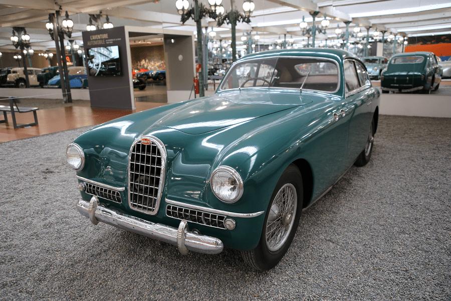 Зеленый Bugatti Coach Type 57SC образца 1939 года