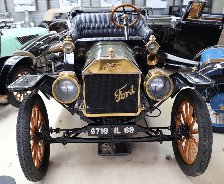 Зеленый Ford T Double Phaeton образца 1910 года