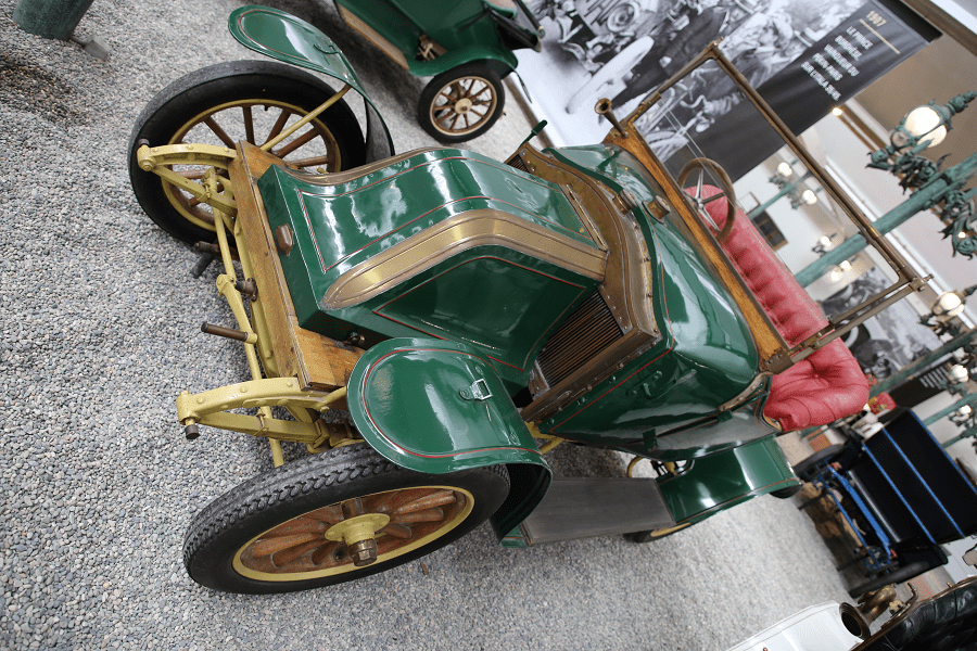Зеленый Renault Torpedo Type AX с 1910 года