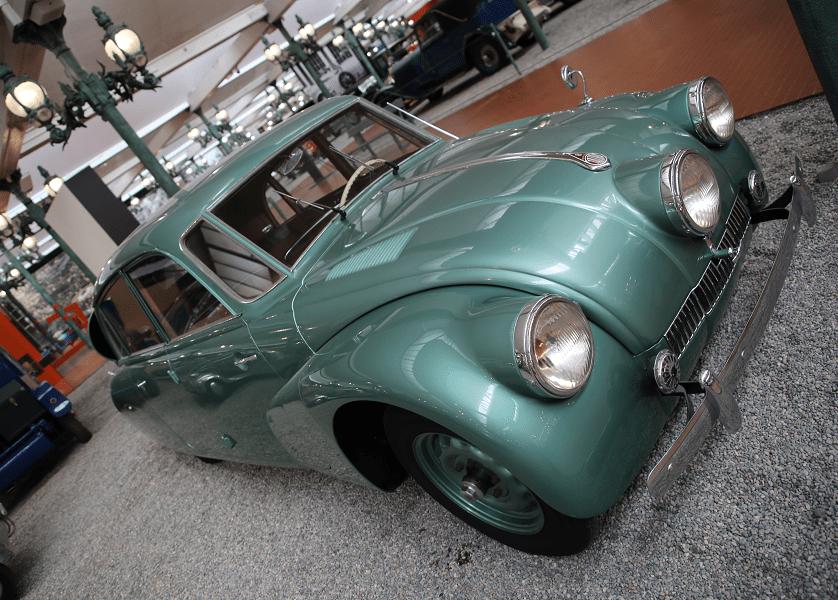Tatra Limousine Type 87. Couleur verte_caracteristiques_vue de cote_transport_musees_cite automobile