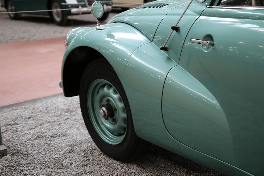 Tatra Limousine Type 87. Couleur verte_roue_miroir_histoire
