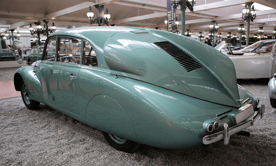 Зеленая Tatra Limousine Type 87 образца 1937 года, V8, 2960 куб.см, 75 л.с., 150 км / ч
