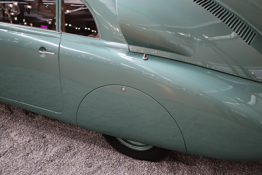 Tatra Limousine Type 87. Couleur verte_roue de derriere_calandre