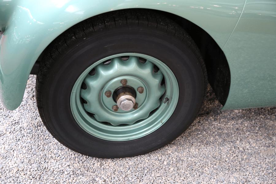 Tatra Limousine Type 87. Couleur verte_roue_disque