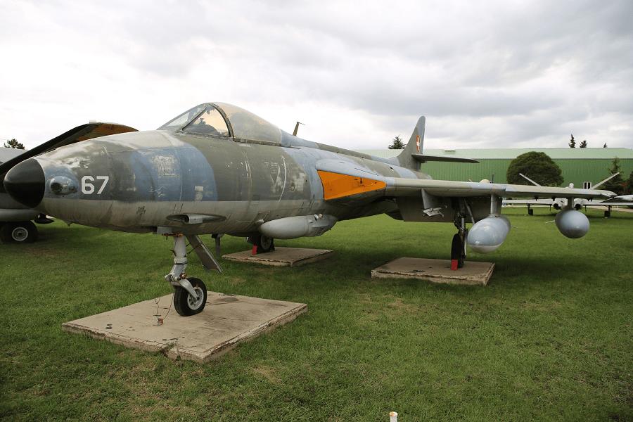 Hawker Hunter - трансзвуковой британский истребитель с реактивным двигателем