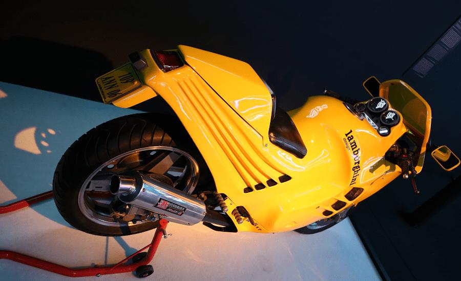Lamborghini Design 90. Couleur orange_vue de derriere
