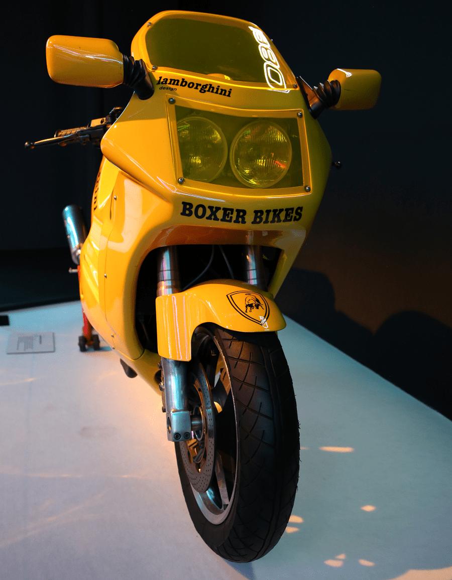 Lamborghini Design 90. Couleur orange_vue de devant_phares_boxer bikes_retro