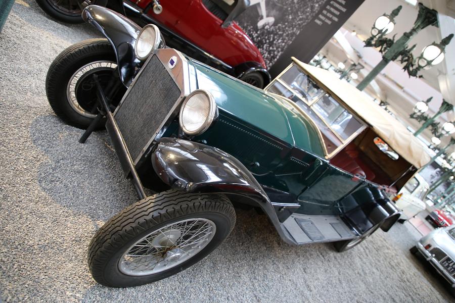 Зеленая Lancia Torpedo Type Lambda образца 1929 года