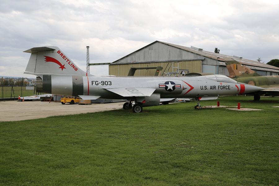 Lockheed F-104 Starfighter - это одномоторный сверхзвуковой самолет-перехватчик