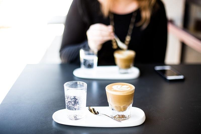 Новые меры COVID-19 для баров и кафе в Андорре: максимальное количество за столиком по-прежнему составляет 2 человека в помещениях и 4 человека на террасах