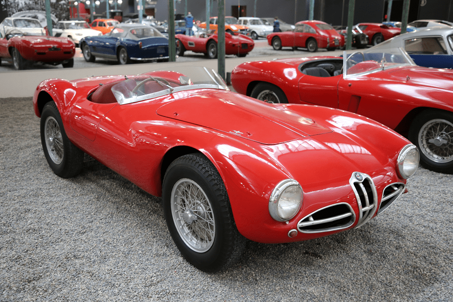 Красный Alfa-Romeo Sport Type C52 образца 1953 года
