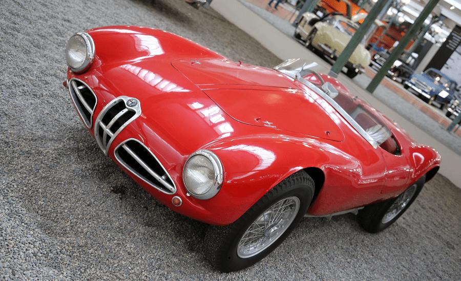 Alfa-Romeo Sport Type C52. Couleur rouge_vue de cote_retro_luxe_le mans_courses_mille miglia