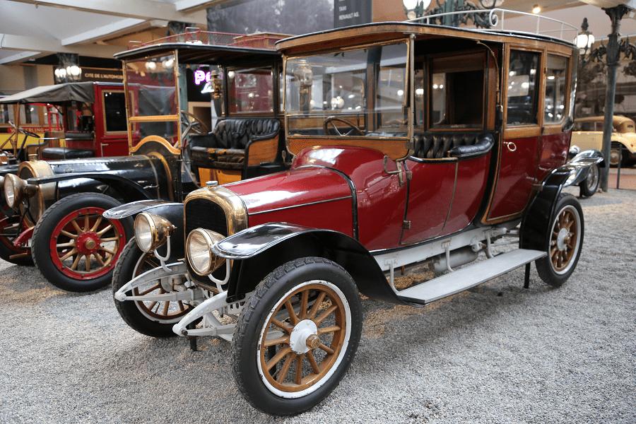 Красный Delahaye Coupe Chauffeur Type 32 образца 1914 года