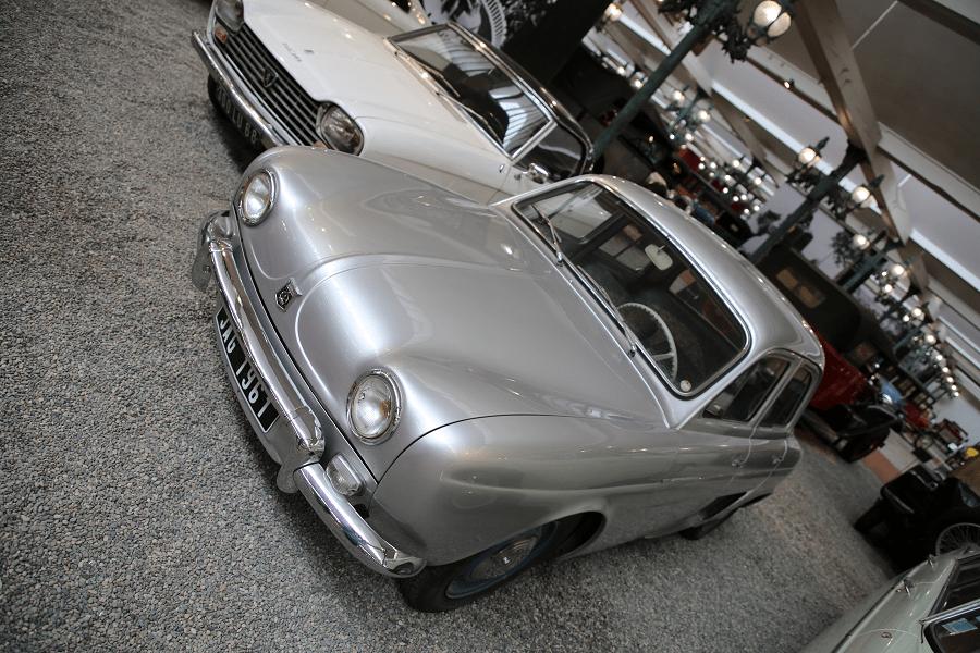 Седан Renault Berline Type Ondine Aerostable образца 1960 года