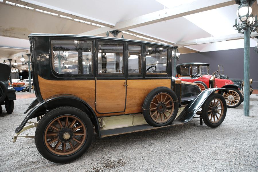 Renault Limousine Type EU : voiture ancienne_vue de cote
