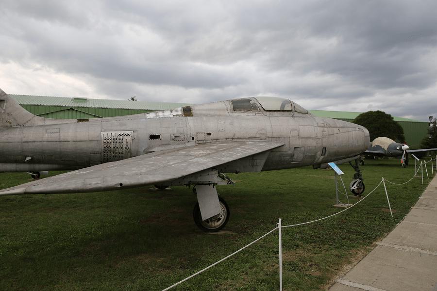 Republic F-84F Thunderstreak (Thunderflash) - разведывательная модификация