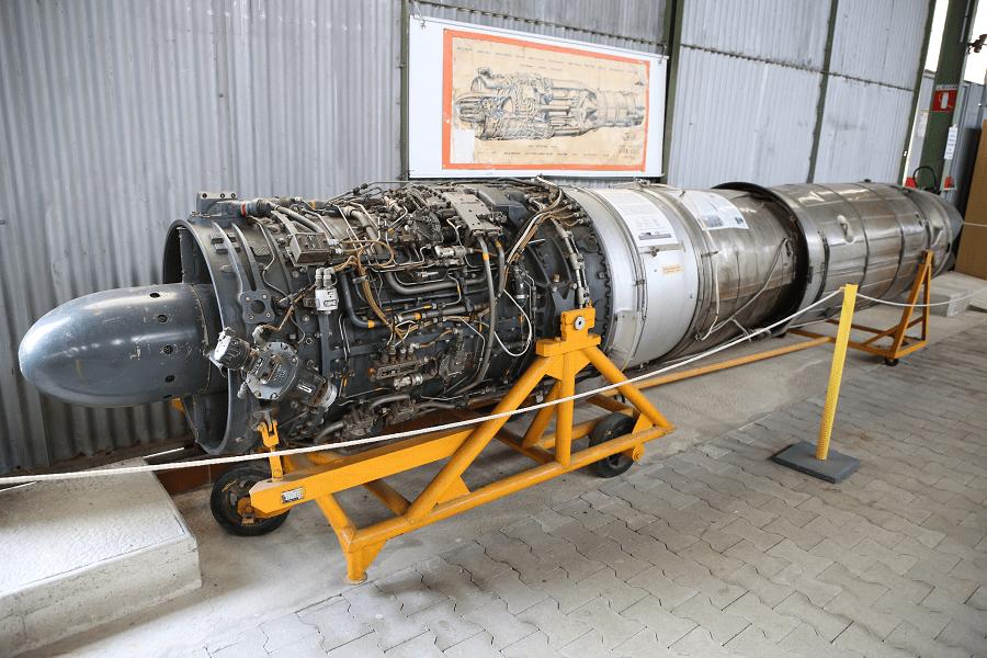 SNECMA ATAR 101 - французский турбореактивный двигатель с осевым потоком, созданный компанией SNECMA