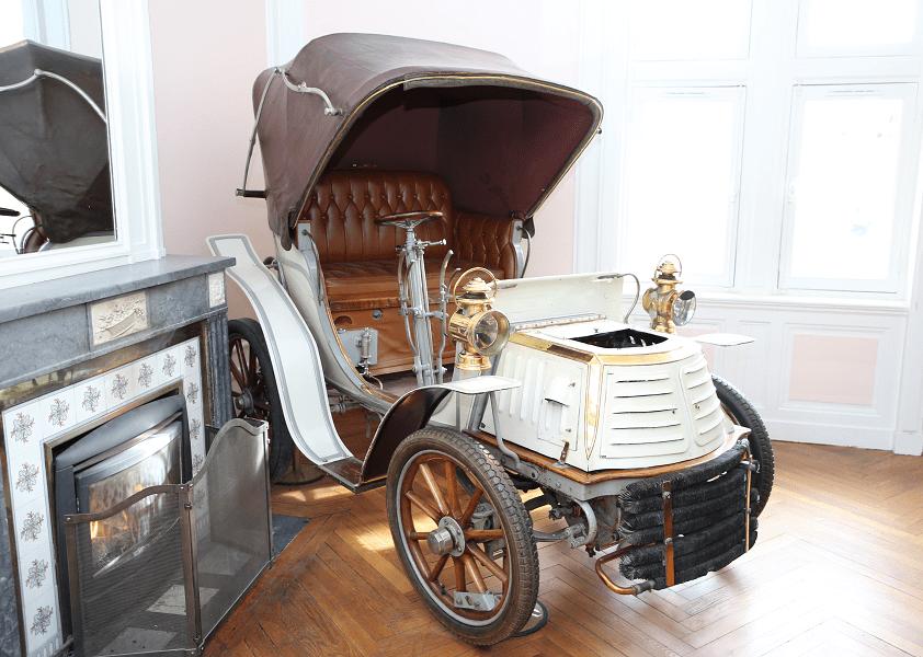 Французский Noël Benet образца 1900 года - первый переднеприводный автомобиль. Единственный экземпляр в мире