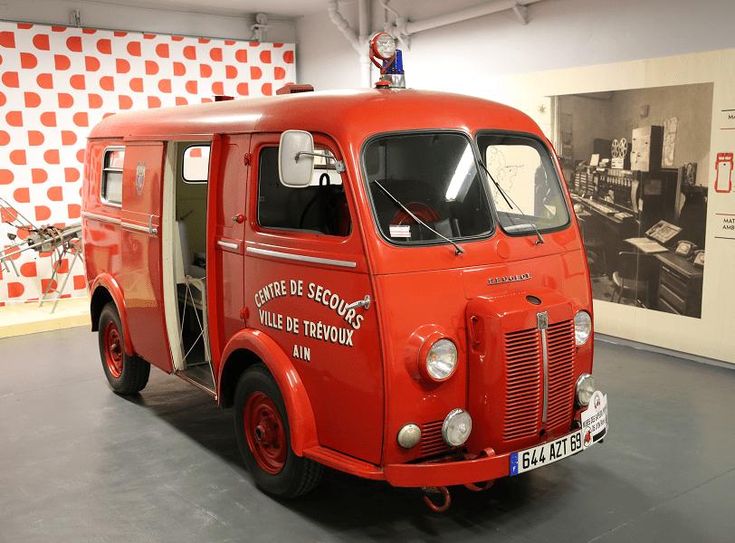 Французский автомобиль скорой помощи Peugeot D4 B