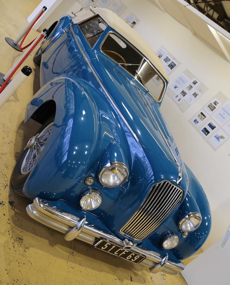 Синий Talbot Lago T 26 Record Cabriolet образца 1951 года с кузовом Dubos