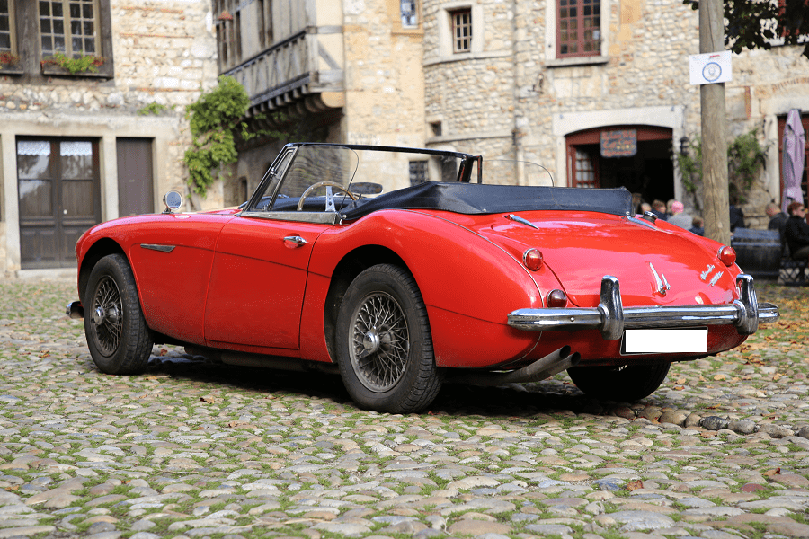 Austin-Healy 3000 Mk III. Couleur rouge_acheter_occasion_vue de derriere et de cote_voitures_automobiles