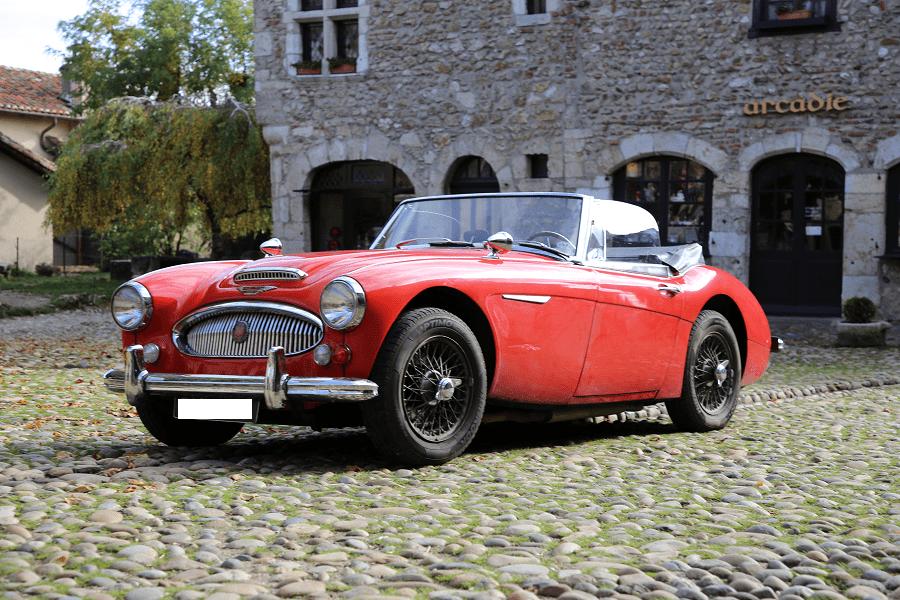 Austin-Healy 3000 Mk III. Couleur rouge_vue de cote_luxe_course_retro_arcadic_histoire_caracteristiques_details