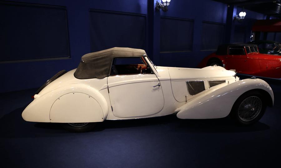 Белый Bugatti Cabriolet Type 57SC образца 1938 года с заниженным шасси от Vanvooren