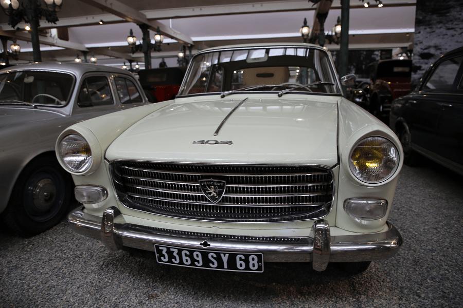 Белый Peugeot Berline Type 404 Pininfarina образца 1961 года
