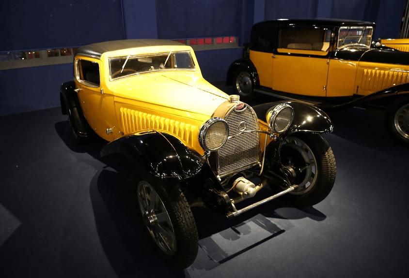 Желтый Bugatti Coupe Type 55 образца 1932 года