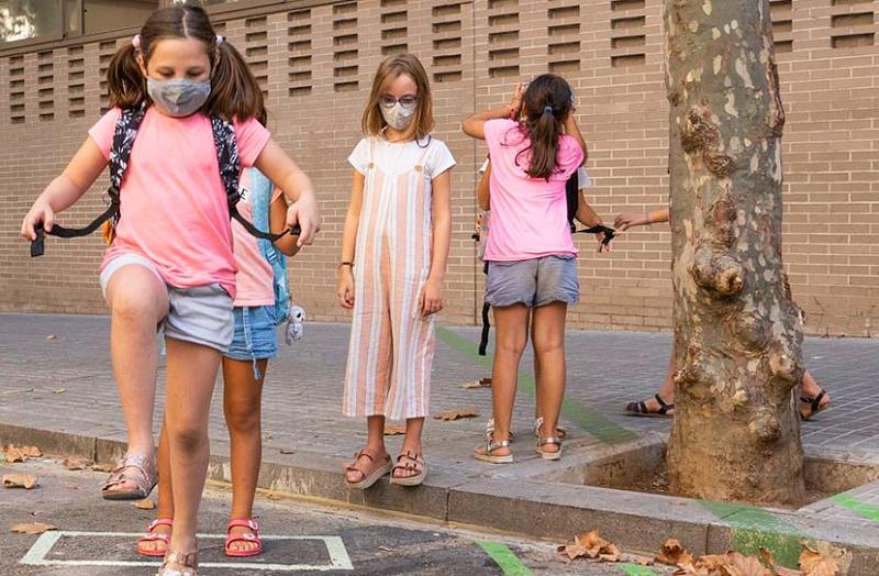 Каталония ужесточает меры по предотвращению заражения COVID-19 и закрывает въезд на свою территорию