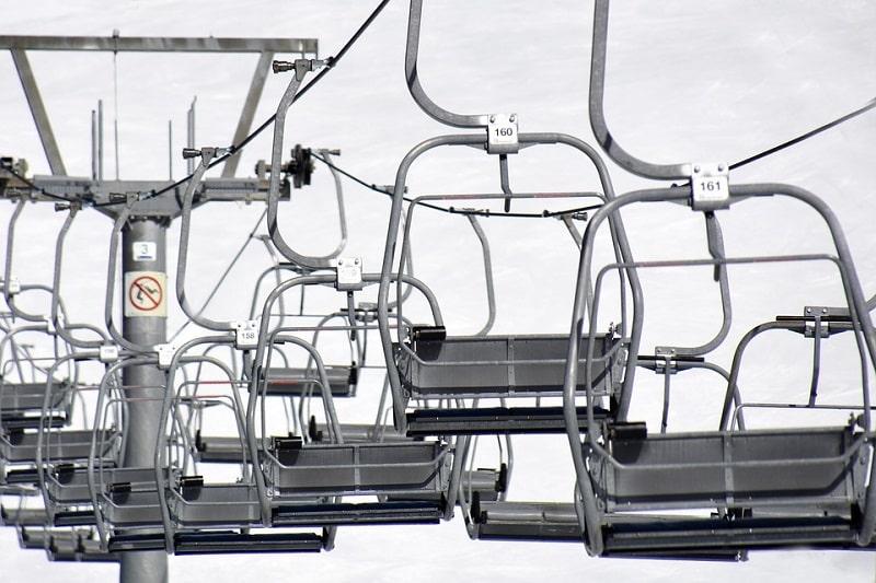 Covid-19 : les remontées mécaniques des stations de ski en France ne rouvriront pas encore