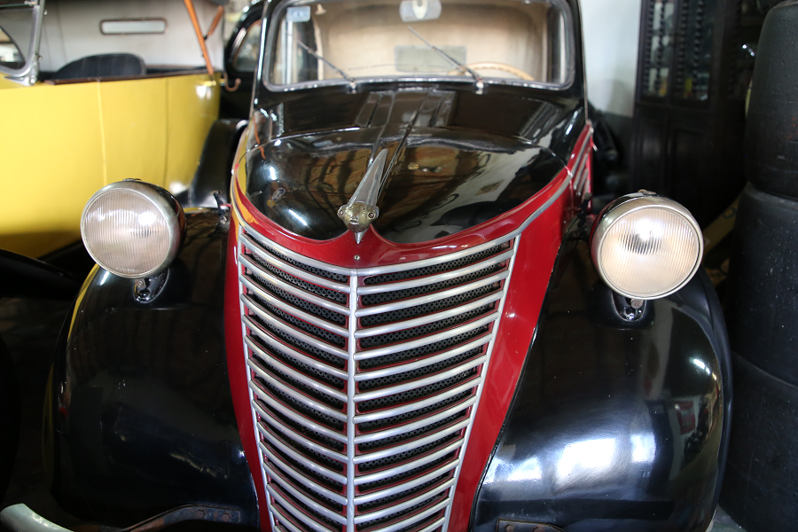 Черно-красный Fiat 500 Topolino от ателье Caravini carrosseria. Сделано в 1939 году
