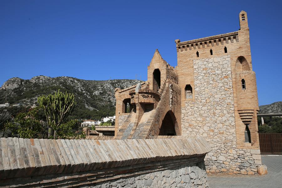 Celler Güell - a modernist building in the center of Garraf