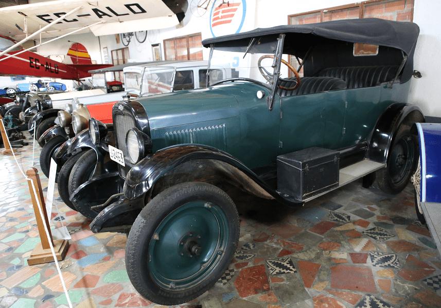 Зеленый Chevrolet Serie V Torpedo образца 1927 года