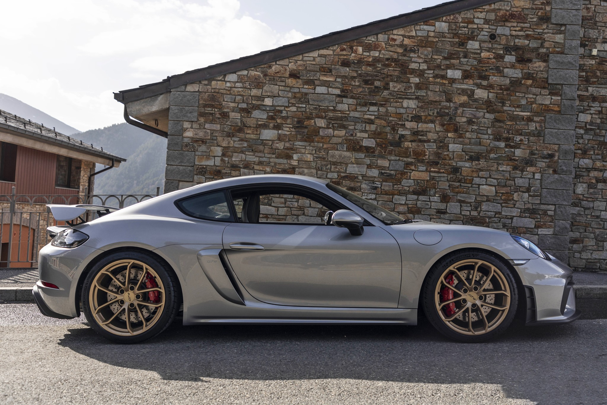 Grey Porsche Cayman GT4 reaches peak power at 7,600 rpm with 35 PS more than its 3.8-litre GT4 predecessor